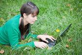 Młode sexy dziewczyna z laptopa — Zdjęcie stockowe