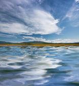 湖の雲の反射 — ストック写真