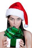 Aktivní krásná mladá žena v čepici — Stock fotografie