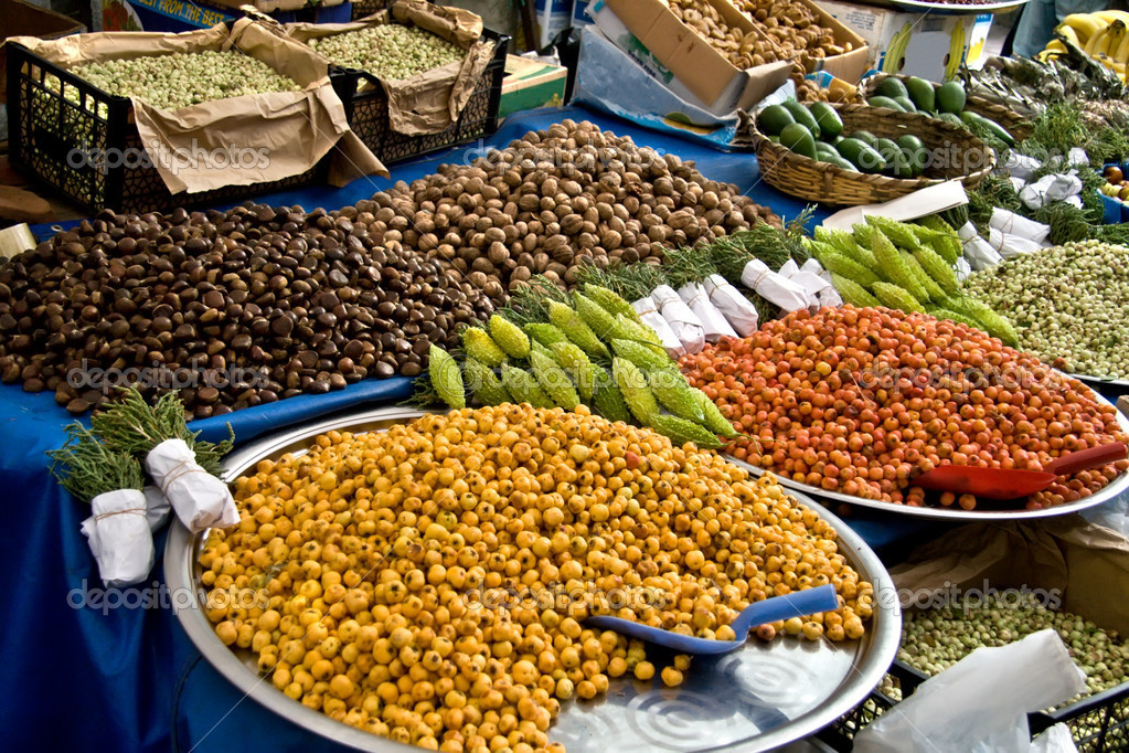 Fresh Organic Hawthorns and other goods At A Street Market In Istanbul, Turkey.  Carsamba Fatih Pazari (Bazaar) — Stock Photo #4177689
