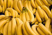 Bunch Of Ripe Bananas At A Street Market In Istanbul, Turkey. — Stock Photo