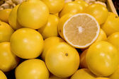 Fresh Organic Yellow Grapefruit — Stock Photo