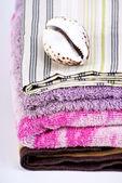 Bath towels and sea shell — ストック写真