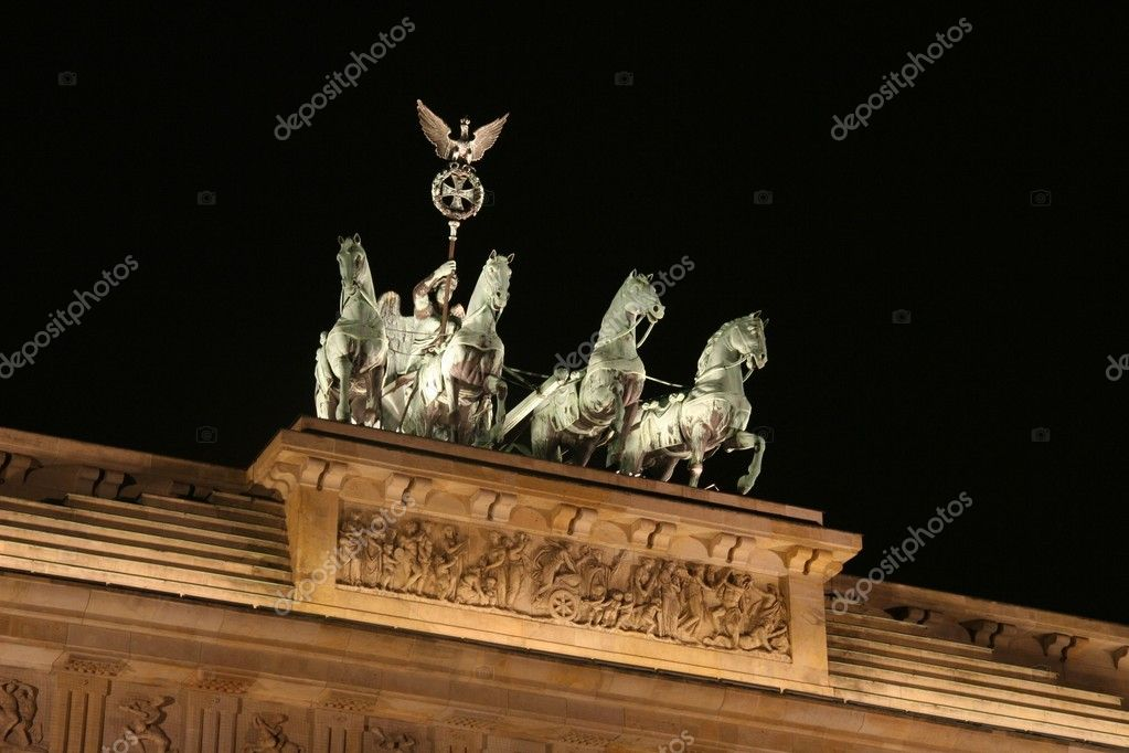 Quadriga close up shot at brandenburg gate, berlin germany — Stock Photo #3994926