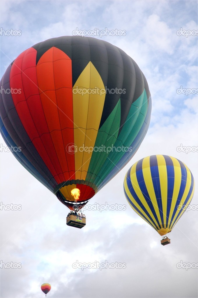Passenger balloons rising on a wet morning in Albuquerque — Stock Photo #4242230