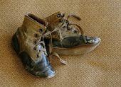 Antique baby shoes, WWI era — Stock Photo