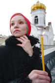 The girl the Christian with a candle against a temple, Moscow — Foto Stock