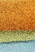 Крупным планом кучу полотенца разных цветов — Стоковое фото