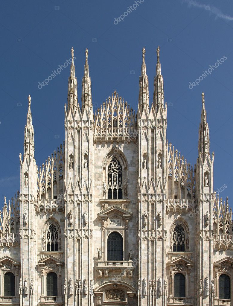 Duomo di Milano, Milan gothic cathedral church - rectilinear frontal view — Stock Photo #4917505