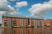 Warehouse in Gloucester dock and ships — Stock Photo