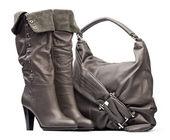 Gris femme talons bottes et sac sur le fond blanc — Photo