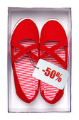 Female red shoes with price tag in box, isolated on white. With path. — Stock Photo