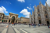 Tourists at Piazza Duomo in Milan, Italy. — Stock Photo