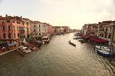 Venedig, vy från rialtobron. italien. — Stockfoto