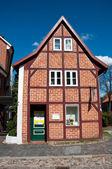 Una casa enmaderada — Foto de Stock