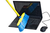 Clearing laptop of viruses — Stockfoto