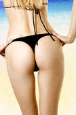 Sexy health female body on beach — Stock Photo