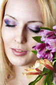 Woman with fashionable makeup and flowers — Stock Photo