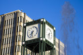 Administration building, clock tower and fountain in Memphis — Stock Photo