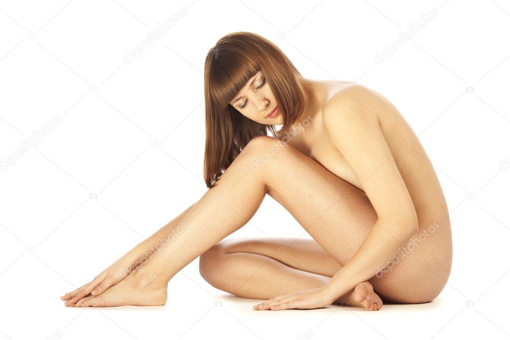 坐在地板上的裸体美女