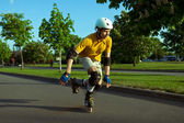 Roller skating in the park — Stock Photo