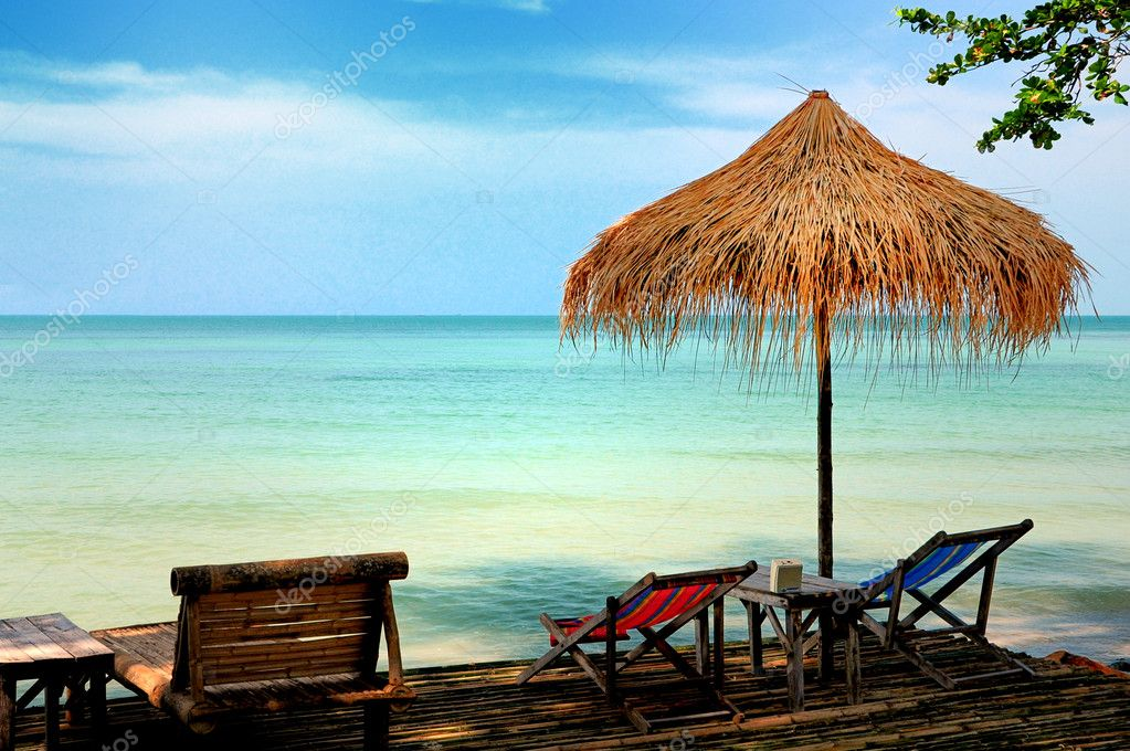 Sun chair under umbrella on a tropical sandy beach  — Stock Photo #4482491