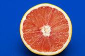 Pomarańczowy na niebieski — Zdjęcie stockowe