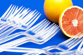 Arancio su blu — Foto Stock
