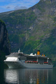 Cruise Ship Geiranger Fjord - Vertical — Stock Photo