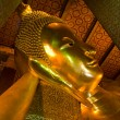 Reclining buddha within the Wat Pho in Bangkok Thailand — Stockfoto