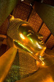 Reclining buddha within the Wat Pho in Bangkok Thailand — Photo