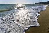 Amazing foamy wave in a sunny day on one of the Cyprus sandy beaches — Stock Photo