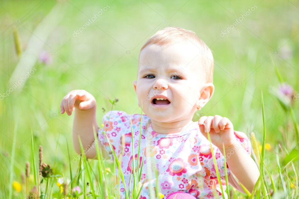 Baby girl spending time outdoor on a summer day. — Stock Photo #4033745
