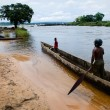 Men in a wooden boat on the river Congo — Stock Photo
