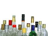 Lege flessen met gekleurde doppen, geïsoleerd op witte Chtergro — Stockfoto