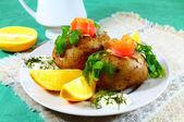 Tasty potatoes with salmon and lemon — Stock Photo