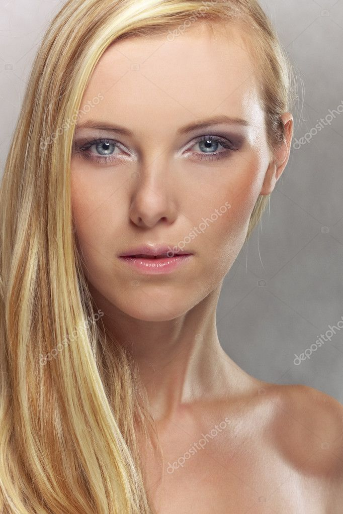 Blond girl portrait — Stock Photo #3963808