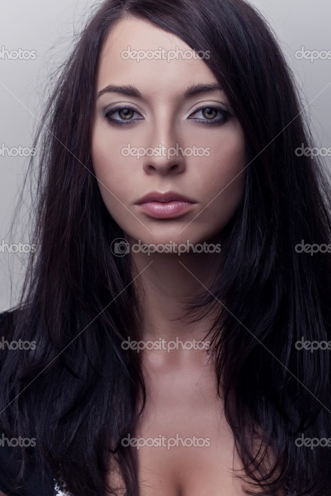 Portrait attractive brunette girl — Stock Photo #4357609