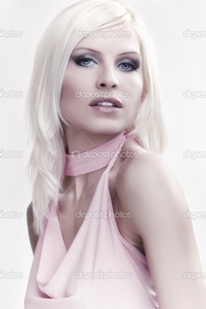 Portrait attractive blond girl in pink top — Stock Photo #4707079
