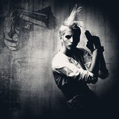 Acttractive blond girl with gun — Stock Photo