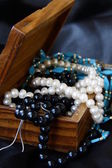 Jewelry pearls in a wooden chest — Stock Photo