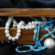 Stockfoto: Jewelry pearls in wooden chest