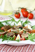 Salad with tomatoes and fried mushrooms — Stock Photo