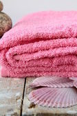 Pink towel with Shell — Stock Photo