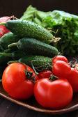 Čerstvé okurky a rajčat — Stock fotografie