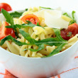 pasta salad with tomatoes and arugula — Stock Photo