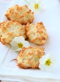 Coconut cookies with flowers — Stock Photo