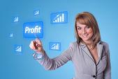 Mulher, pressionando o botão de lucro — Fotografia Stock