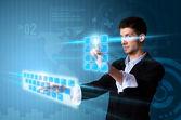 按现代的男人触摸屏幕按钮与一种蓝色的技术 — 图库照片