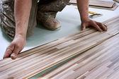 Verbetering van het huis, installatie van de vloer — Stockfoto